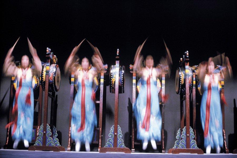 Danse des tambours. (© Thierry Lauzun - Iconotec))