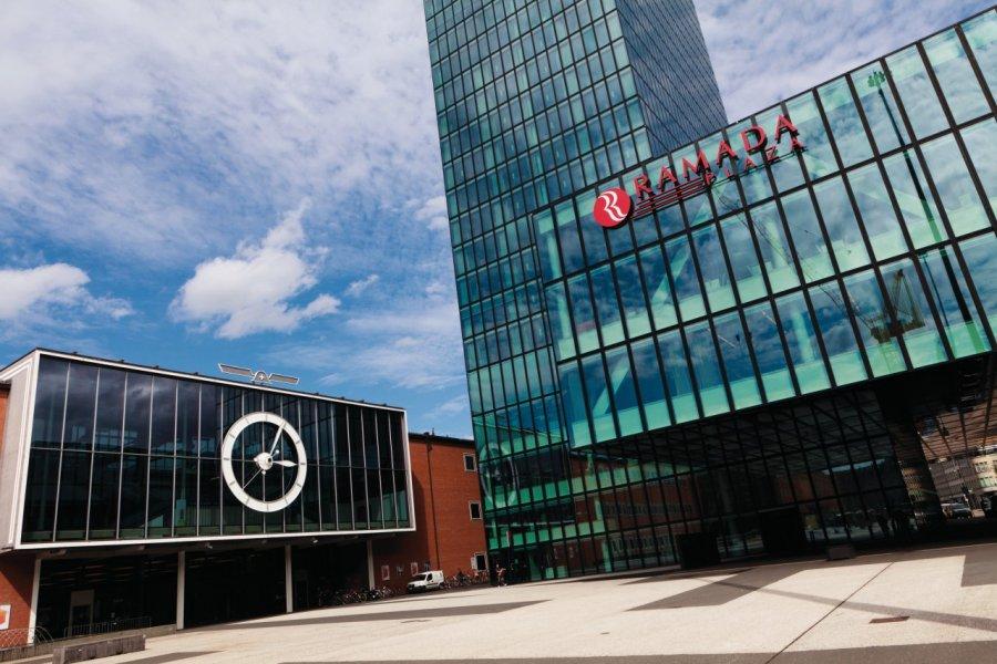 Le centre des congrès de Bâle et l'hôtel Ramada Plaza. (© Philippe GUERSAN - Author's Image))