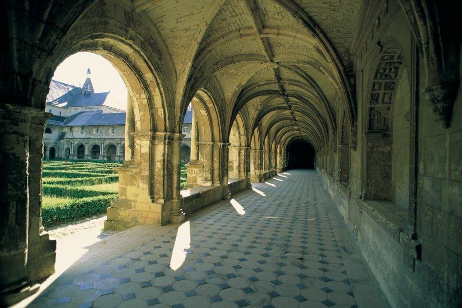 Le cloître de l'abbaye de Fontevraud (© MARC JAUNEAUD - ICONOTEC))