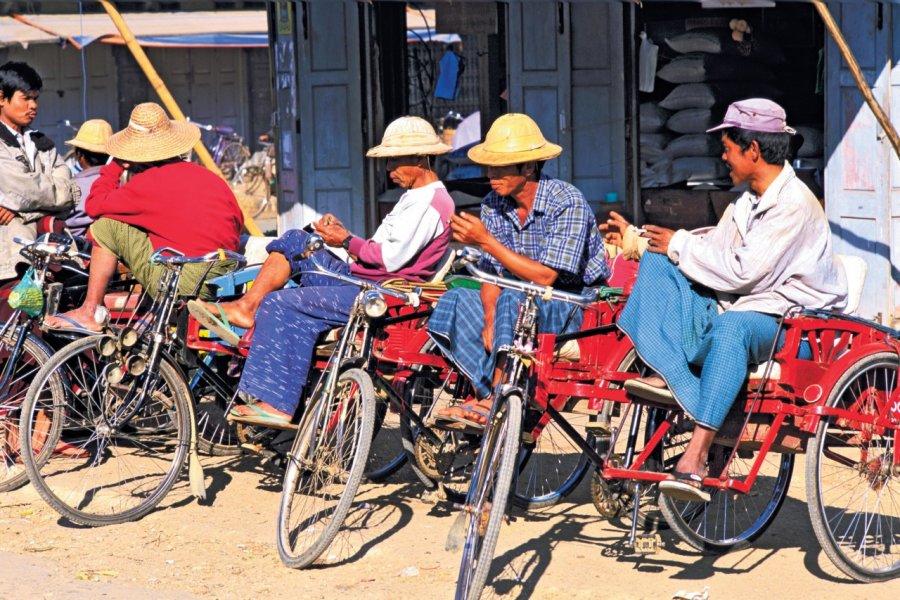 Vélos-taxi, Myauk me. (© Alamer - Iconotec))