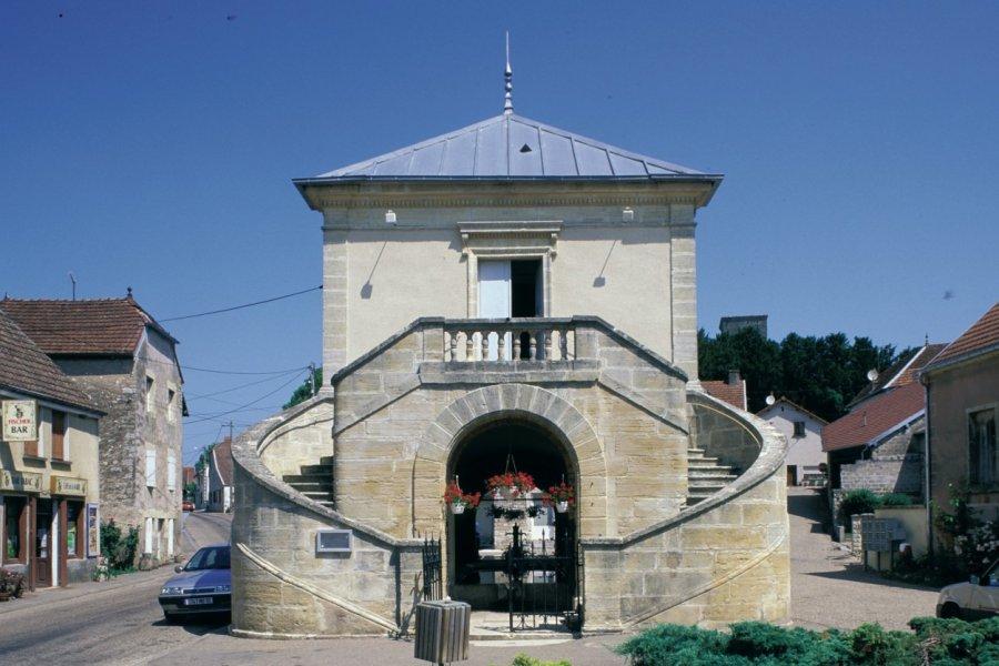 Mairie-lavoir de 1830 (© ICONOTEC.COM))