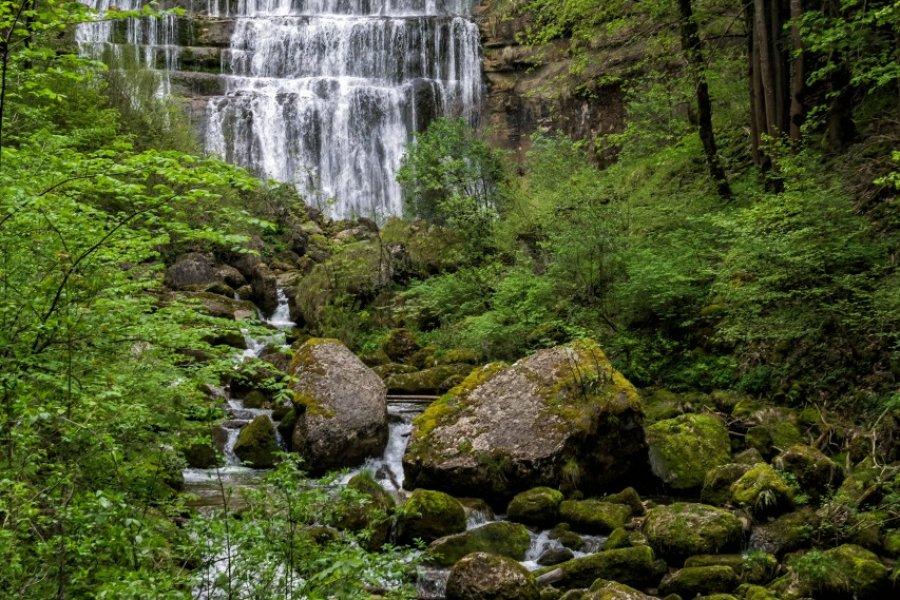Cascade de l'éventail sur le site des cascades du Hérisson. (© Pictures news - Fotolia))