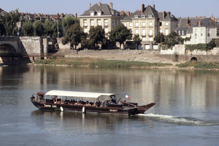 Vue du quai Carnot sur la Loire, Saumur. (© Champa - Fotolia))