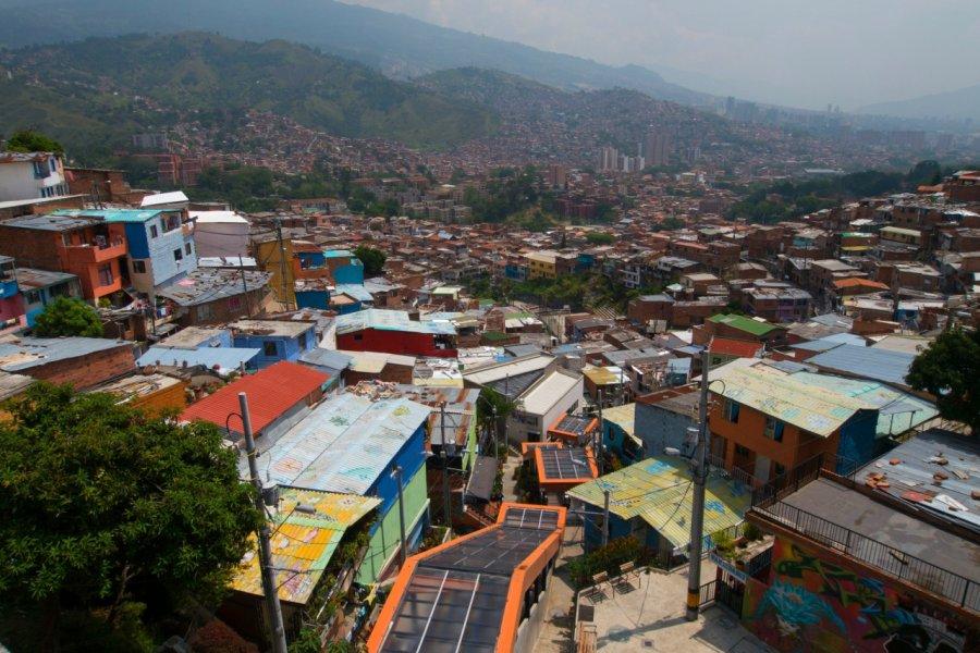 Les escaliers roulants de Medellin, Comuna 13. (© Emmanuel Lhullier))