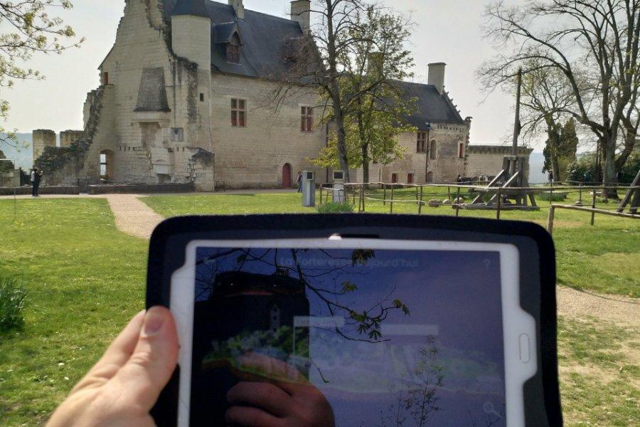 Visite avec un HistoPad, Forteresse Royale de Chinon. (© Alexandre BLOND))