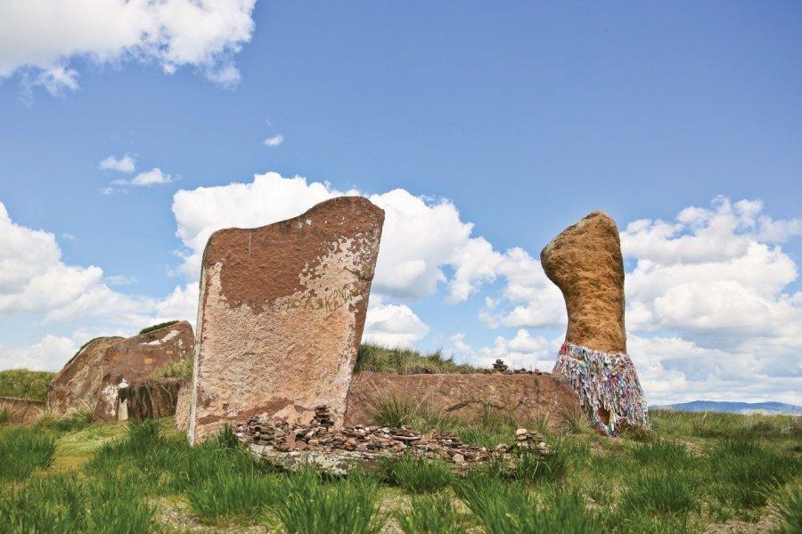 Les monolithes massifs du Kourgane du Grand Salbyk faisaient 22 à 27 et pesaient jusqu'à 70 tonnes! (© Khakasia Tourist Information Centre))