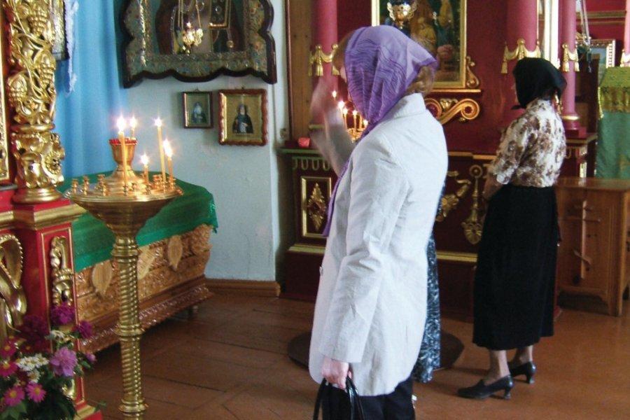 Pratique religieuse à Krasnoïarsk (© Stéphan SZEREMETA))