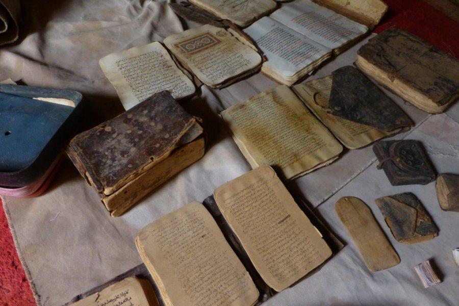 Par manque de moyens de protection, les manuscrits s'abîment inexorablement. (© François JANNE DOTHEE))
