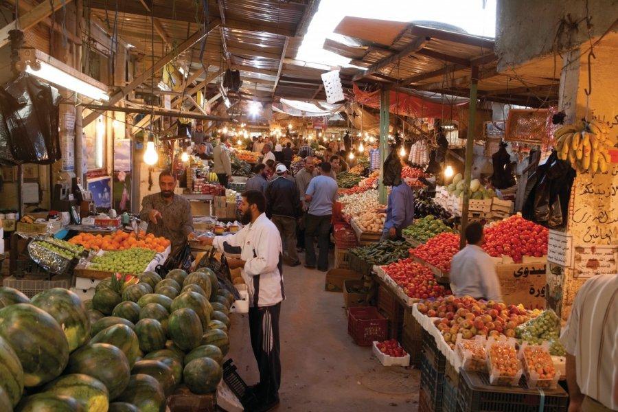 Marché aux fruits et légumes dans la ville basse. (© Irène ALASTRUEY - Author's Image))
