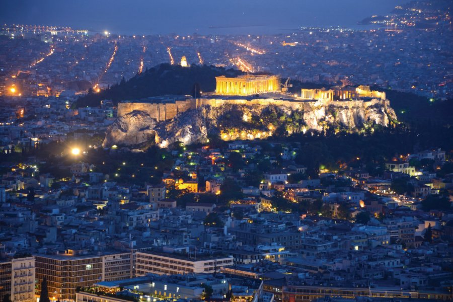 Vue de l'Acropole de nuit. (© Madzia71))