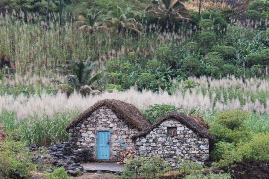Habitations traditionnelles près de Ribeira Grande (© Abdesslam Benzitouni))