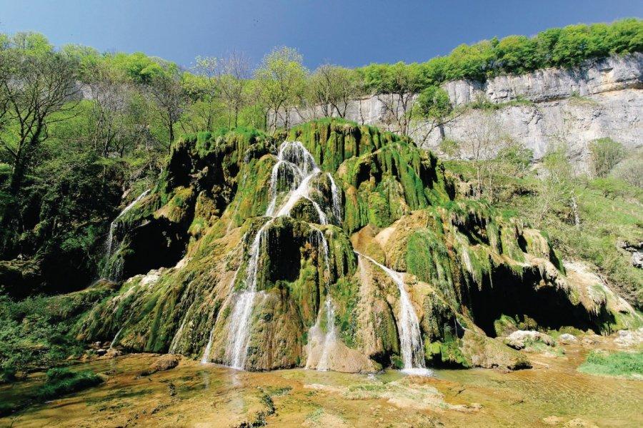 La cascade de Baume-les-Messieurs (© Mattei - Fotolia))
