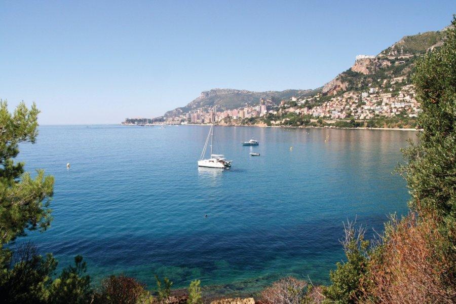 Vue sur le littoral azuréen. (© Prestongeorge  - iStockphoto))