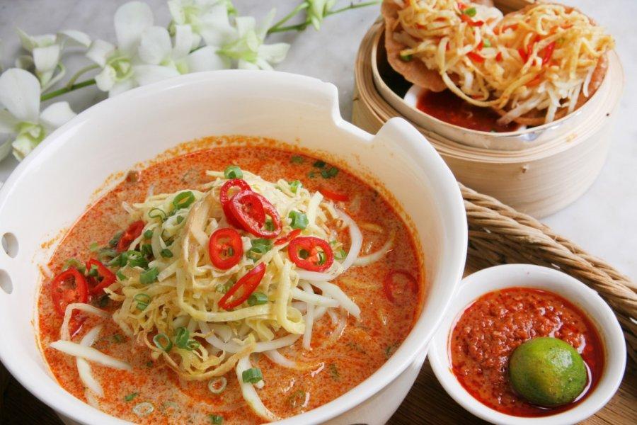 Laksa, repas traditionnel à Singapour. (© norikko - Shutterstock.com))