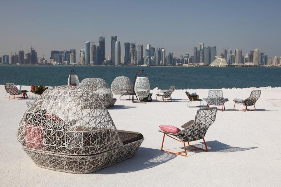 Café avec une superbe vue sur la ville de Doha. (© iStockphoto.com/typhoonski))