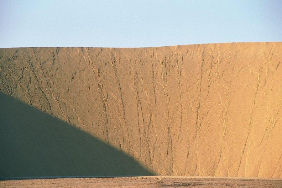 Dune de sable du désert Libyque. (© Ismaël Schwartz - Iconotec))
