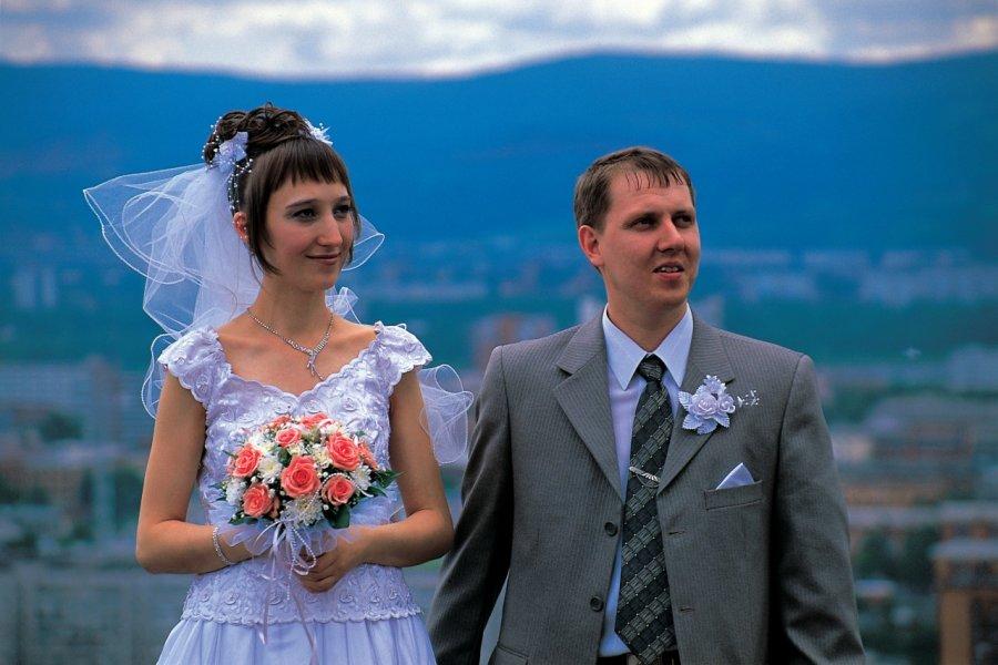 Couple de jeunes mariés (© Stéphan SZEREMETA))