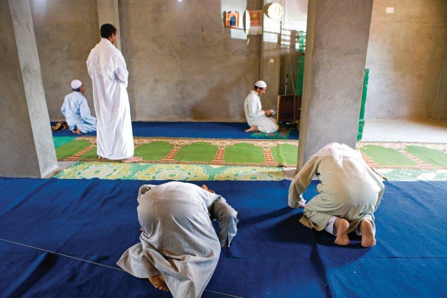 Grande prière du vendredi dans une petite mosquée. (© Sylvain GRANDADAM))