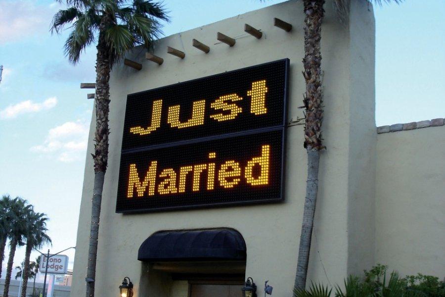 Publication des bans à la chapelle Viva Las Vegas. (© Romain THOMASSIN))