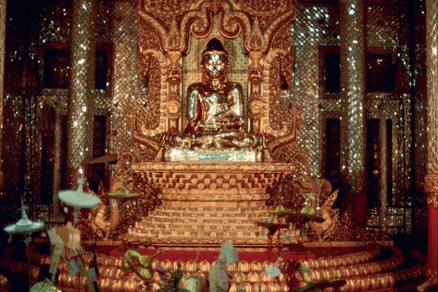 Bouddha de la pagode Shwedagon. (© Author's Image))