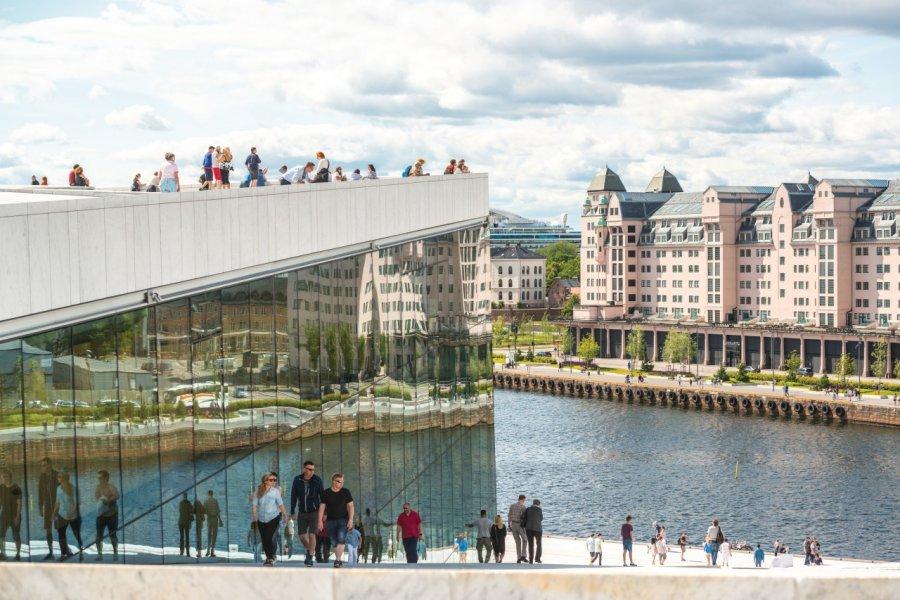 L'opéra d'Oslo, se jettant dans le fjord. (© anouchka))