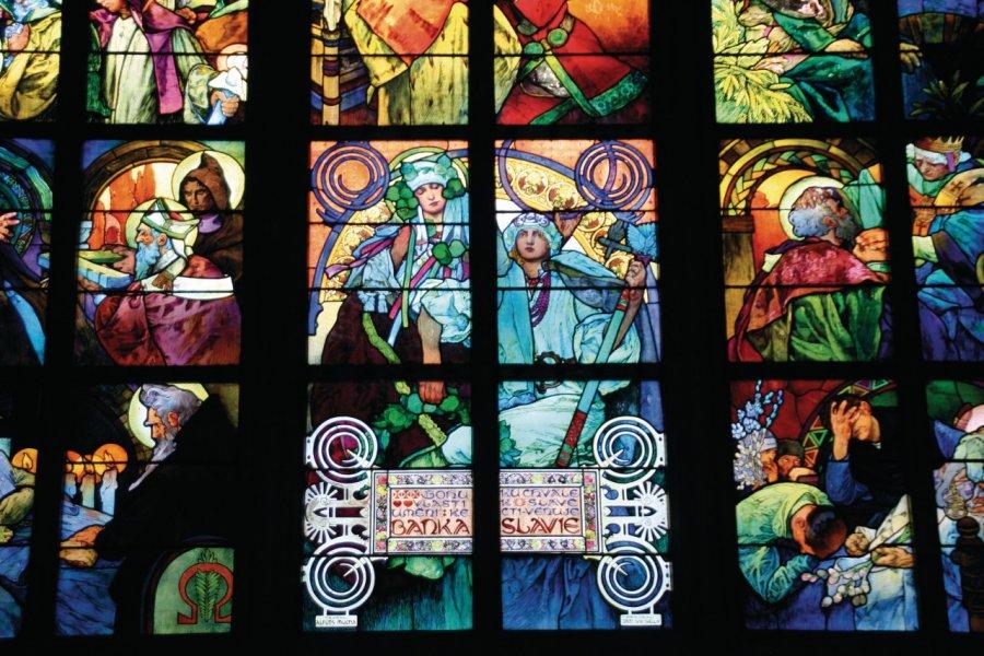 Vitraux de Mucha dans la cathédrale Saint-Guy. (© Stéphan SZEREMETA))