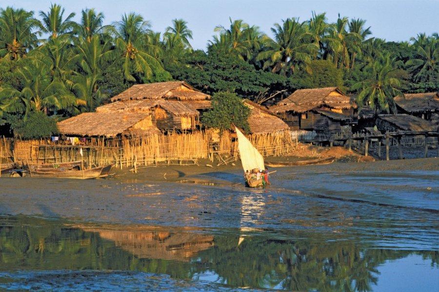 Village de pêcheurs sur l'Irrawaddy. (© Alamer - Iconotec))