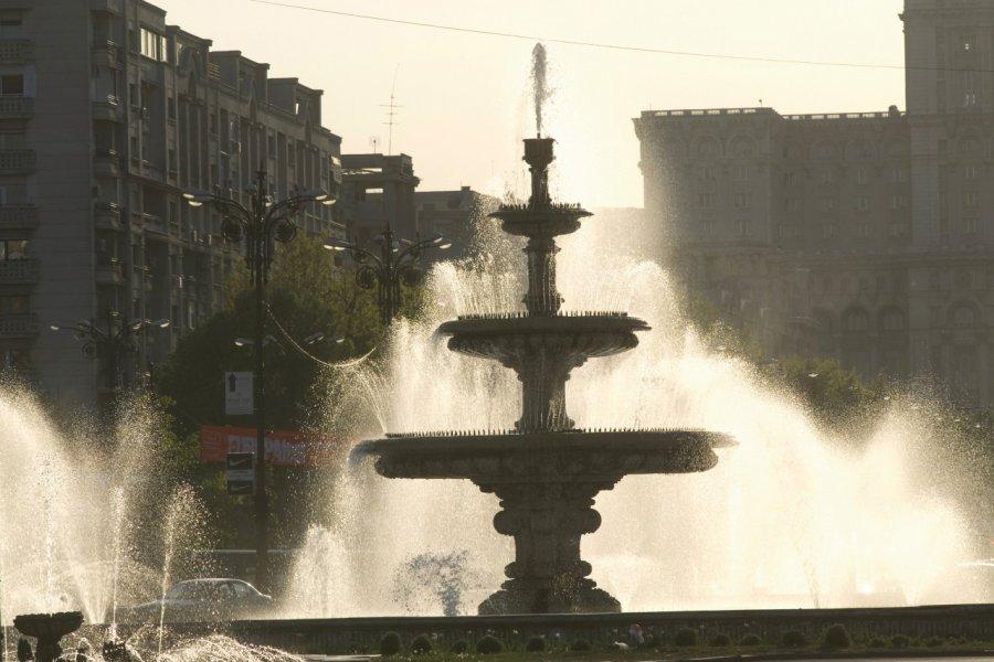 Fontaine sur la place Unirii. (© Alamer - Iconotec))
