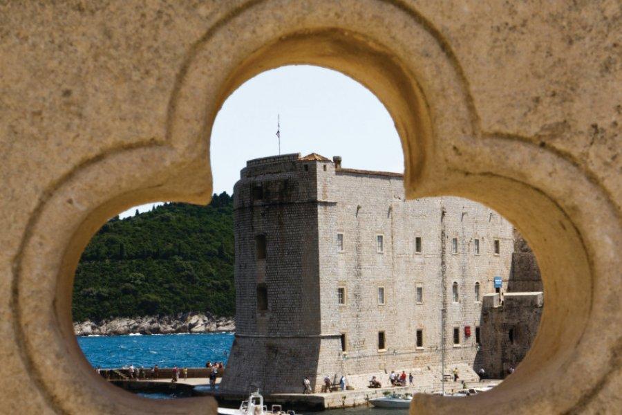 Fort Saint-Jean (Tvrđava Sv Ivan) vu depuis la porte Ploče. (© Lawrence BANAHAN - Author's Image))