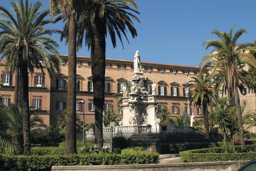Piazza del Parlamento située devant le Palazzo dei Normanni. (© Picsofitalia.com))