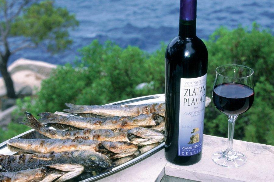 Vin et poissons. (© Ana NEVENKA - Iconotec))
