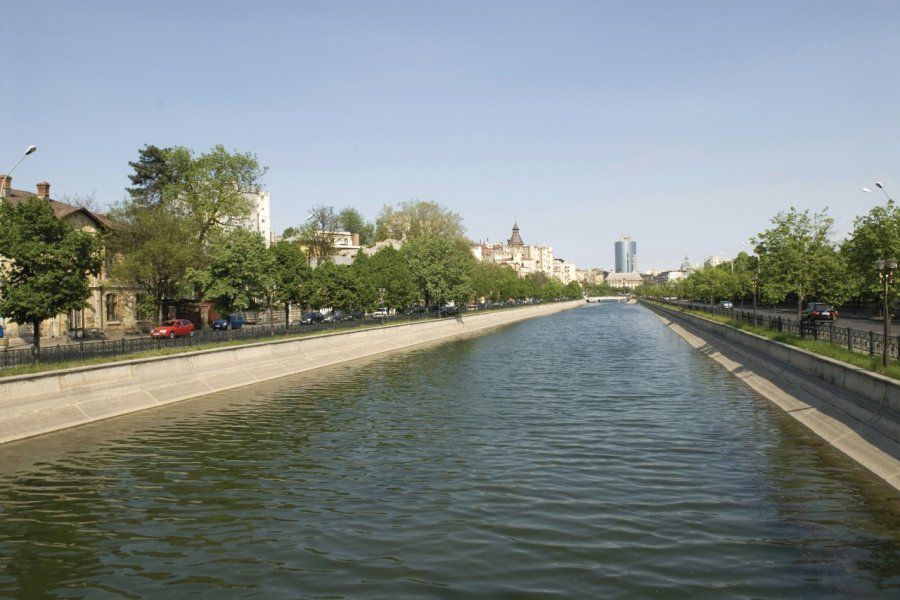 Rivière Dâmboviţa. (© Alamer - Iconotec))