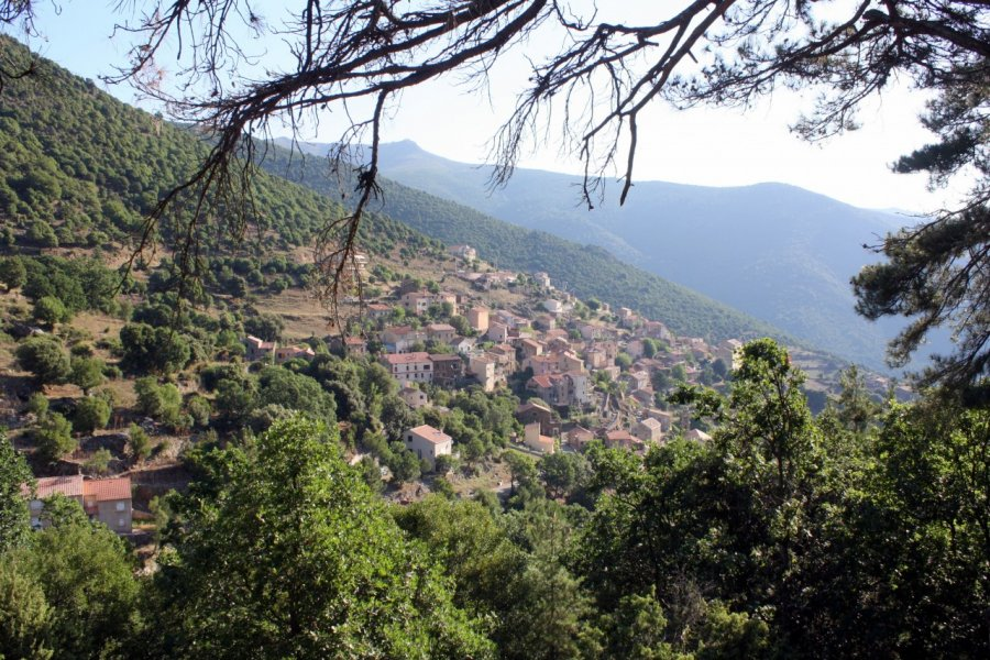 Vue sur le village d'Asco. (© Xavier BONNIN))