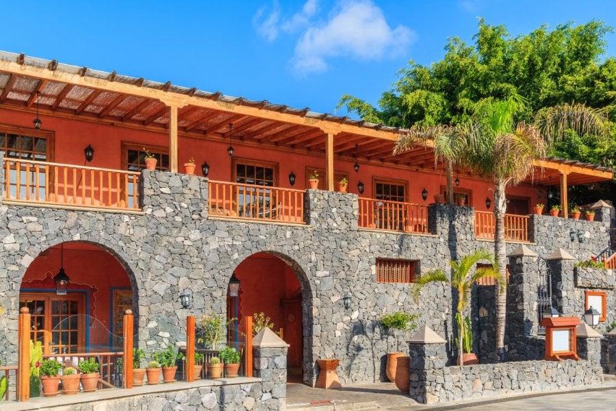 Bâtiment colonial dans la ville de Costa Adeje, Tenerife. (© Pawel Kazmierczak - Shutterstock.com))