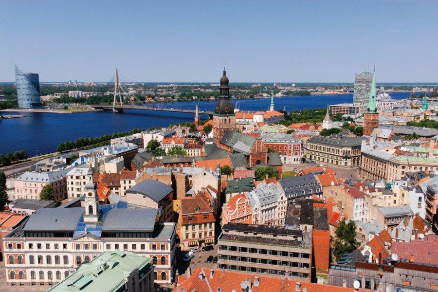 Panorama sur la vieille ville depuis la tour de l'église Saint-Pierre. (© Serge OLIVIER - Author's Image))