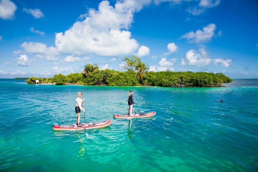 Paddle sur les eaux de Caye Caulker. (© Aleksandar Todorovic - Shutterstock.com))