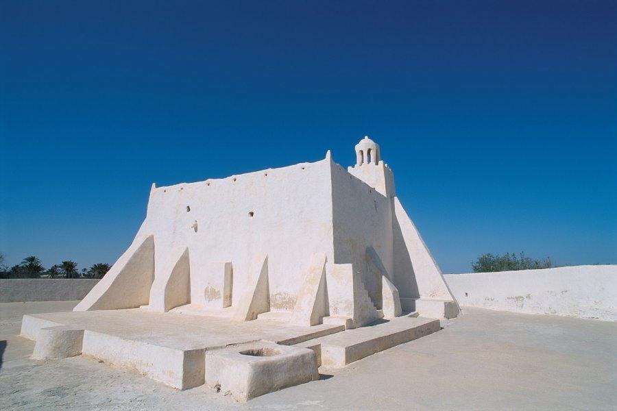 Route vers Midoun, mosquée Jemaâ Fadhloun. (© Author's Image))