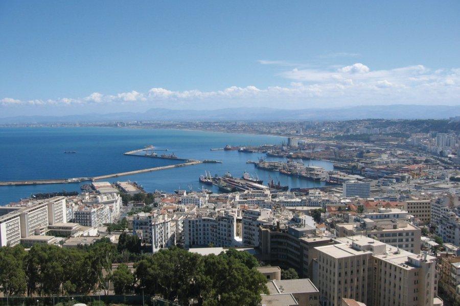 Vue sur la ville et sur le port d'Alger. (© Jean-Paul LABOURDETTE))