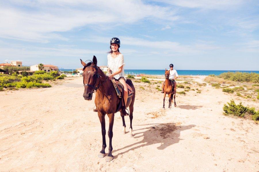 Randonnée à cheval. (© nullplus - Adobe Stock))