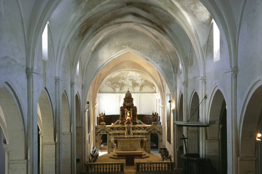 Nef de la cathédrale de Bonifacio (© GIUSEPPE ROSSI - ICONOTEC))