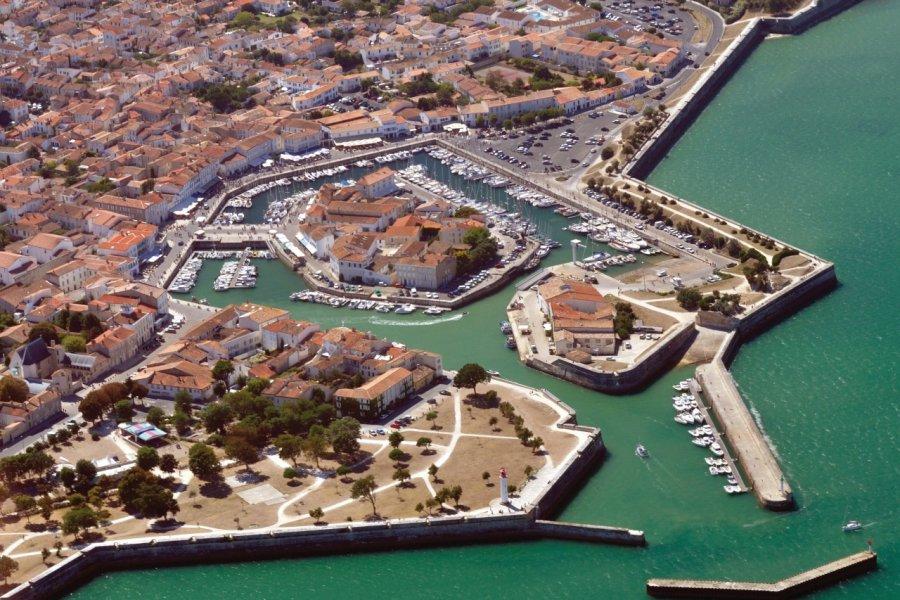 Le port de Saint-Martin-de-Ré (© Grégory CEDENOT - Fotolia))