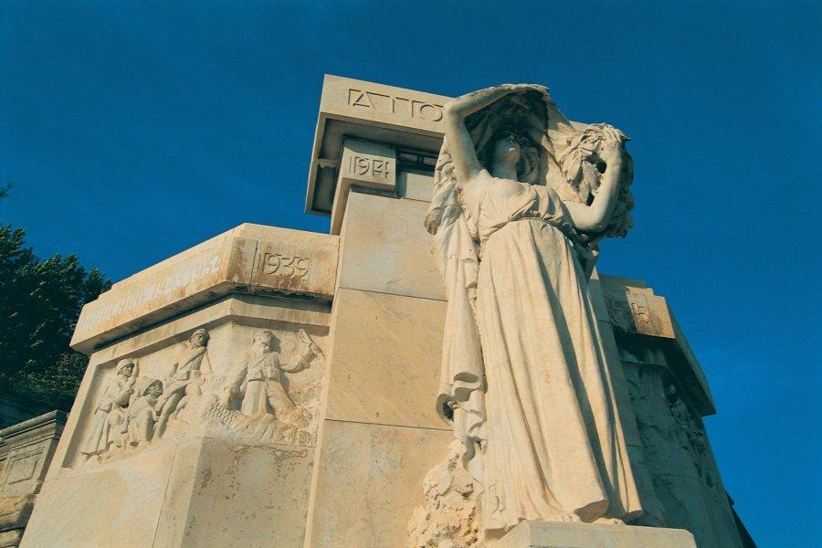 Monument aux morts (© ITZAK NEWMANN - ICONOTEC))