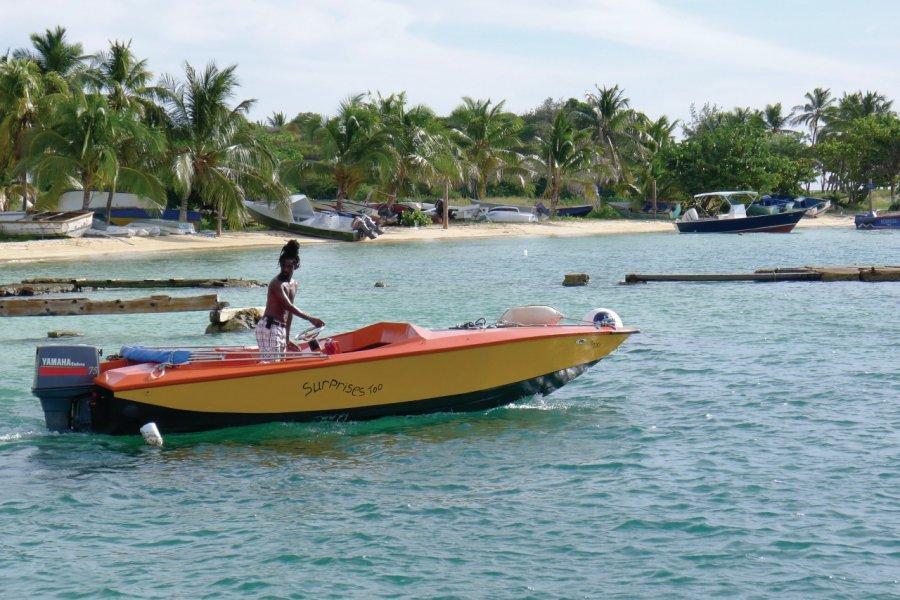 Boat Vendor. (© Jean Charles Dusanter))