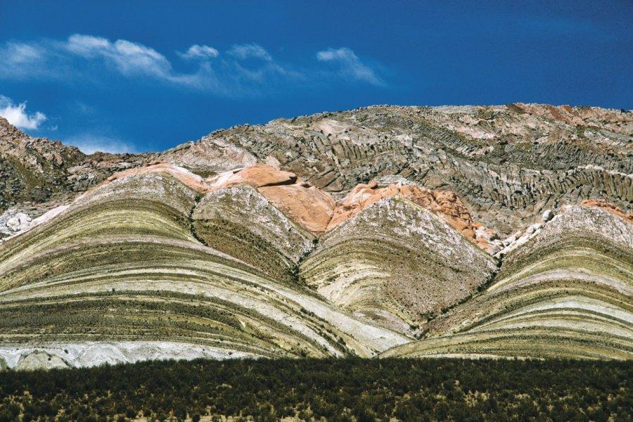 Montagnes aux strates colorées des environs de Salta. (© Sylvie Ligon))
