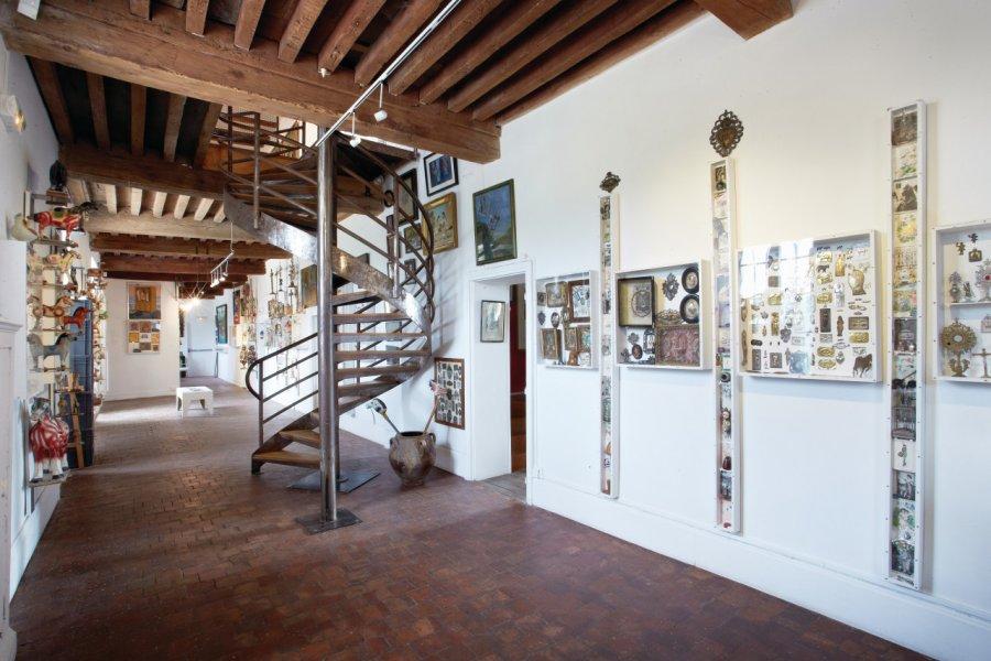 Hall Collection Selz-Taillandier - Objets Populaires. (© MUSÉE DES ARTS NAIFS ET POPULAIRES DE NOYERS))