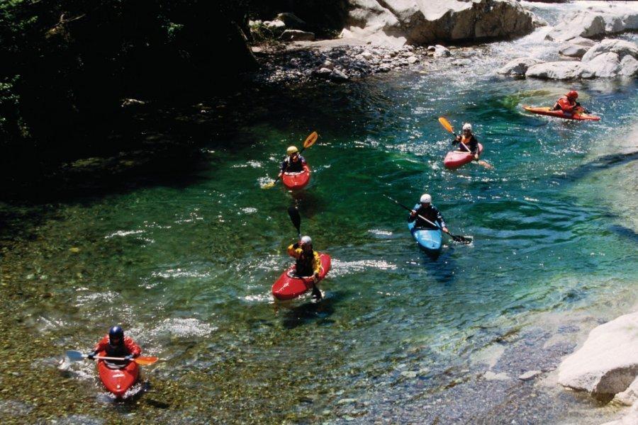 Kayaks dans les gorges de l'Asco (© VINCENT FORMICA))