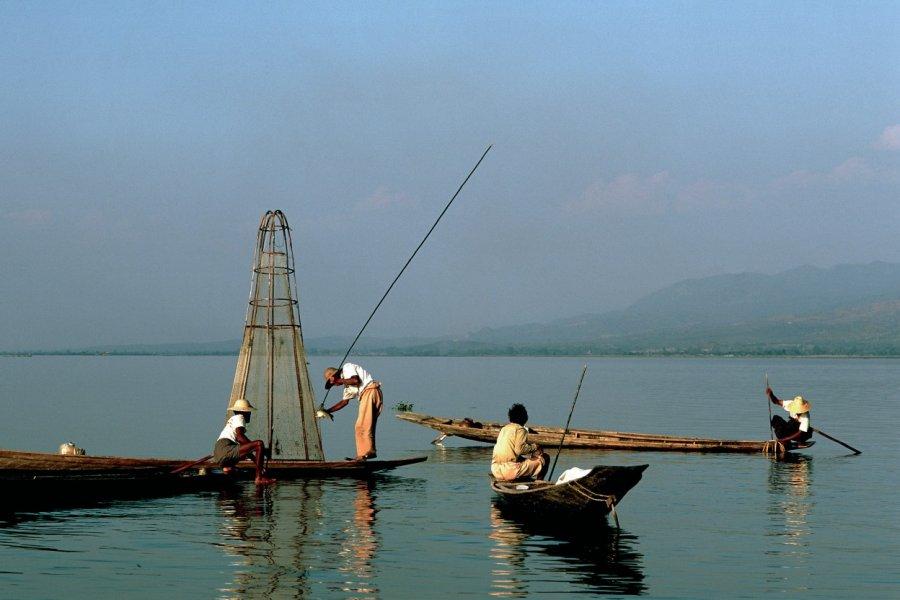 Pêcheurs Intha sur le lac Inle. (© Author's Image))