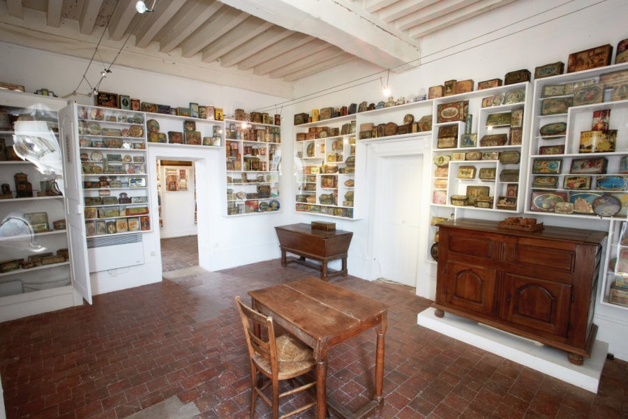 Salle des boîtes - collection Serge Moreau. (© MUSÉE DES ARTS NAIFS ET POPULAIRES DE NOYERS))