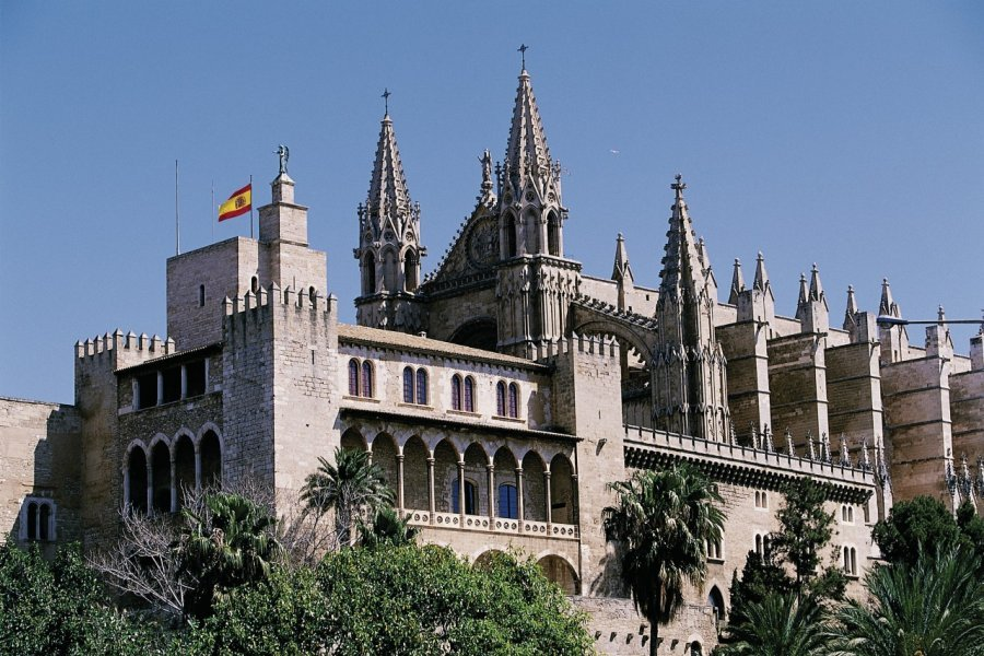 Palau de la Almudaina et cathédrale de Palma de Majorque. (© Hervé Bernard - Iconotec))