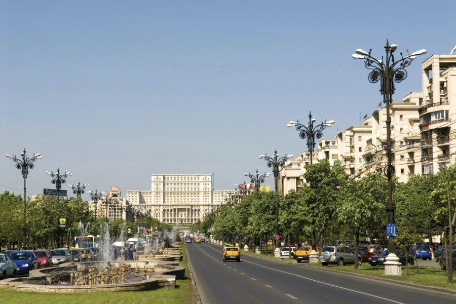 Boulevard Unirii, palais du Parlement. (© Alamer - Iconotec))